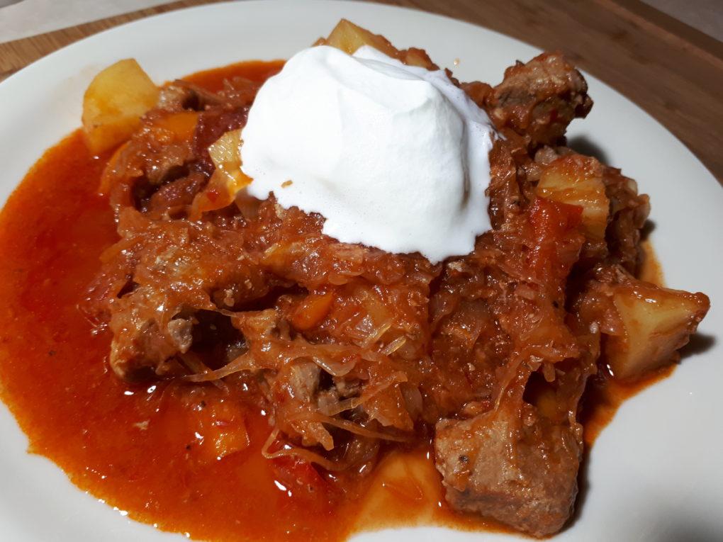 Szegediner Gulasch mit Kartoffeln