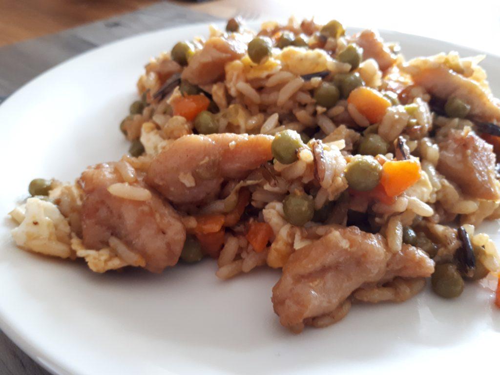 Chinesisches Huhn mit gebratenem Reis