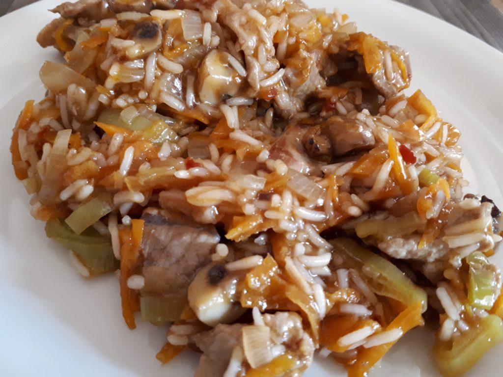 Reispfanne mit Schweinsgeschnetzeltem