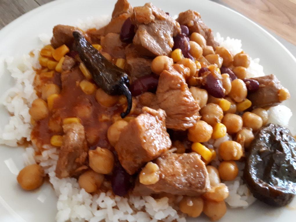 Schweinefleisch mit Kichererbsen und Chipotle Sauce