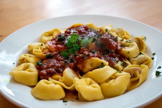Tortellini con ragu' alla Bolognese