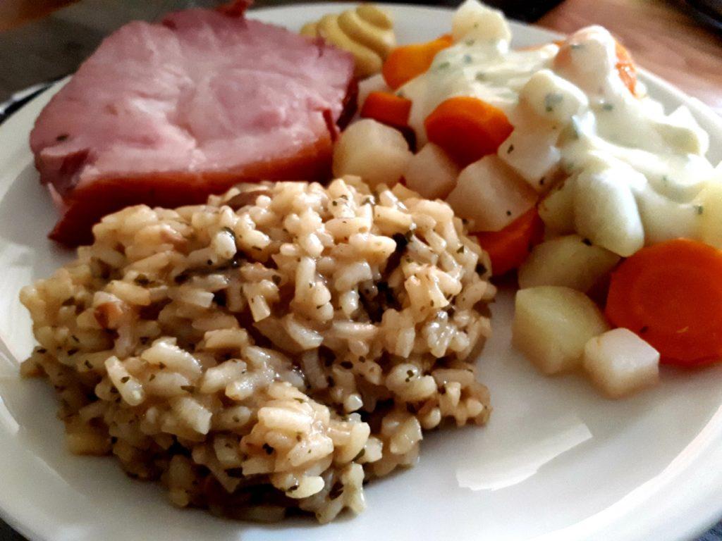 Rollschinken Steinpilzrisotto Kohlrabi und Karotten im Instant Pot