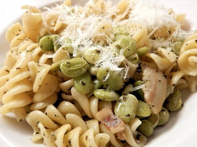 Pasta mit Speck und Bohnen