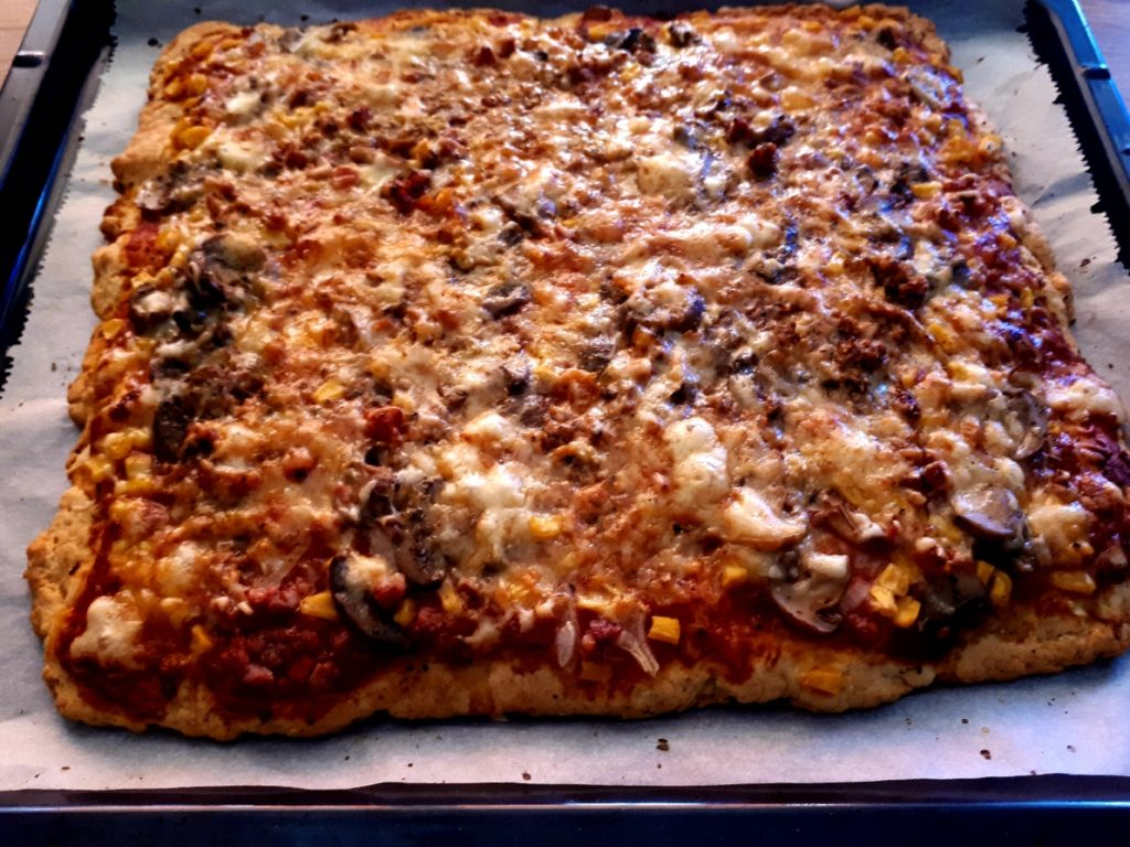 Pizza mit Mais-Ölteig