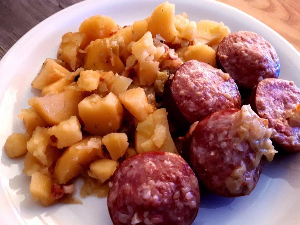Choucroute garnie (Sauerkraut mit Speck und Brühwürsten)
