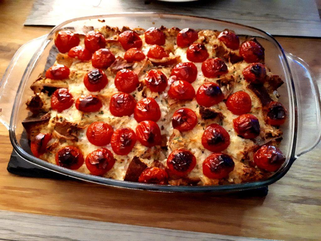 Brotauflauf mit Tomaten