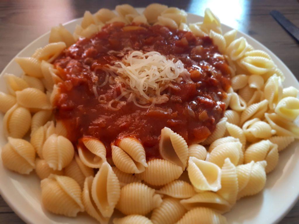 Müscheli mit selbstgemachter Tomatensauce